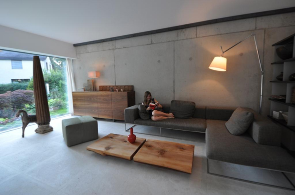 Wohnzimmer mit holzvert felung grauem laminat for Wohnzimmer nordisch