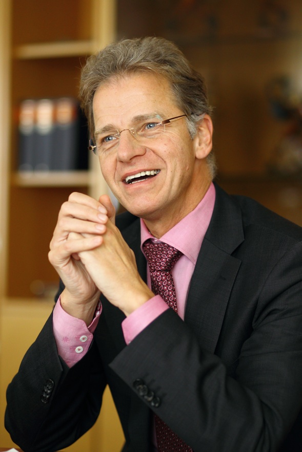 Interview mit <b>Helmut Lind</b>, Vorstandsvorsitzender der Sparda-Bank München. - Ohne-Titel