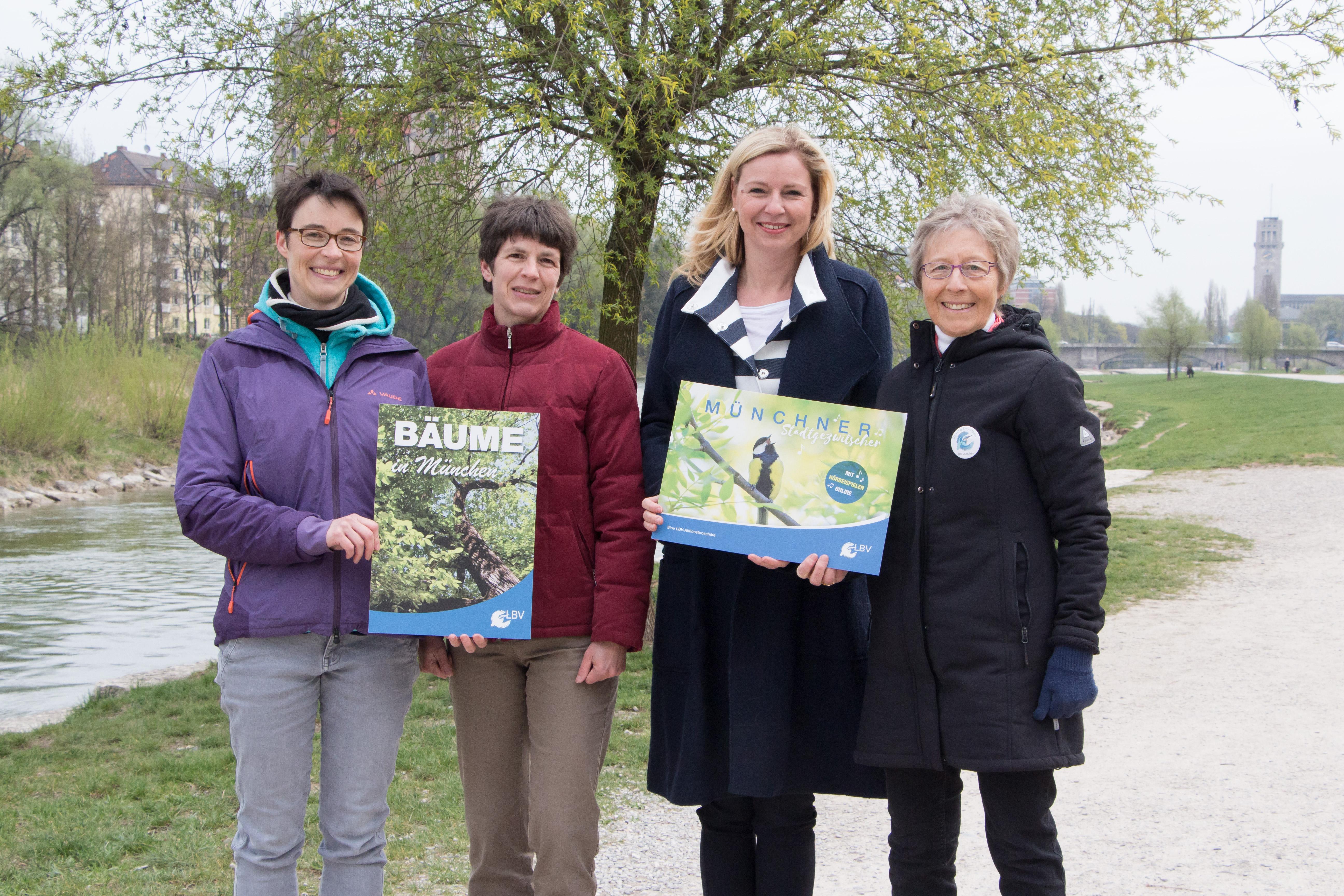 Umweltreferentin Jacobs und Vertreterinnen des LBV