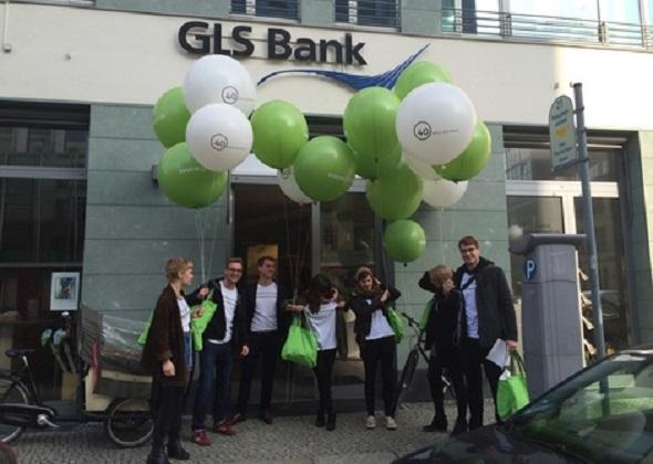 Haben gut lachen: Mitarbeiter einer GLS-Filiale. (Foto: GLS)