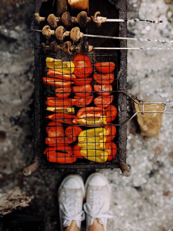 Grill mit Paprika und Champignons